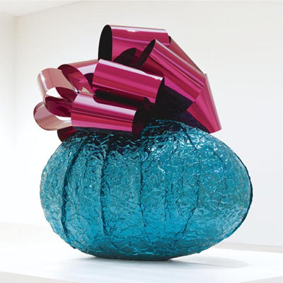 Baroque Egg with Bow by Jeff Koons, a sculpture from the artist's Celebration series, fetched $5.4 million from Larry Gagosian at Sotheby's on Tuesday night. In November 2007, Gagosian paid the auction house a then-record $23.6 million for Koons's Hanging Heart from the the same series.